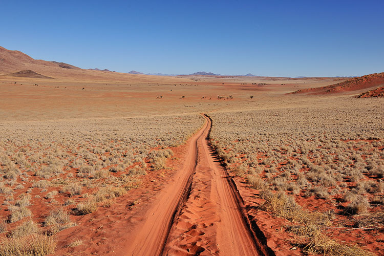 Scenic drive to Wolwedans, Namibrand